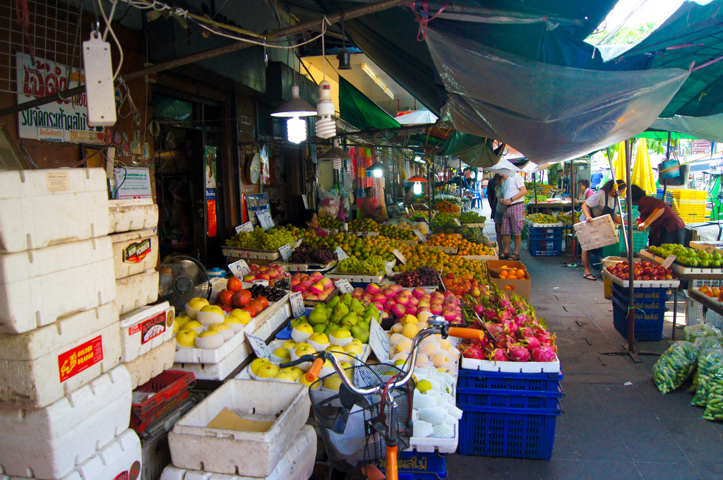 Vendors in Bangkok. Photo by Evoflash on Flickr.