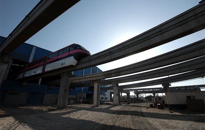 Mumbai Monorail. Photo by dasphoto on Flickr.